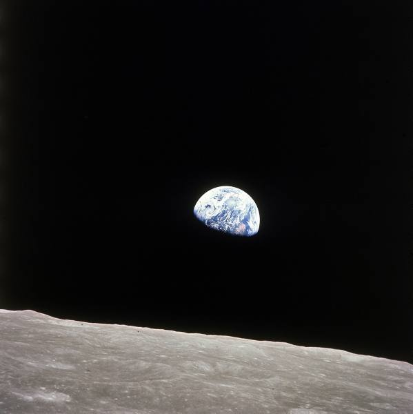 apollo 8 view earth rise over moon 1969